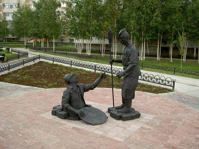 Памятник сантехнику и дворнику.