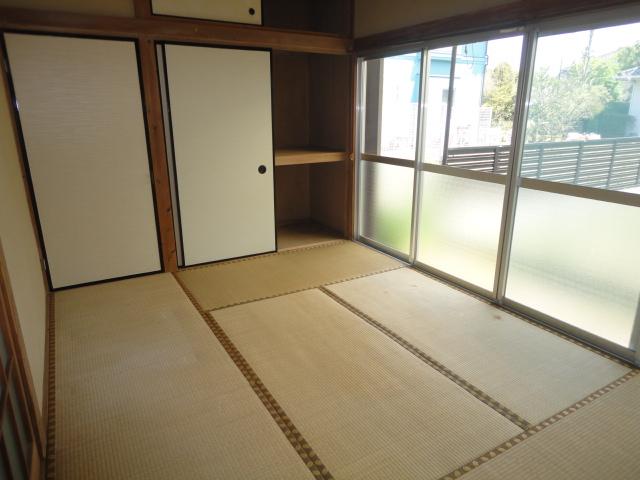 和室6帖、南向きのお部屋です。