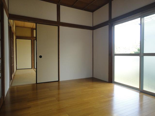 フローリング、きれいなお部屋です。