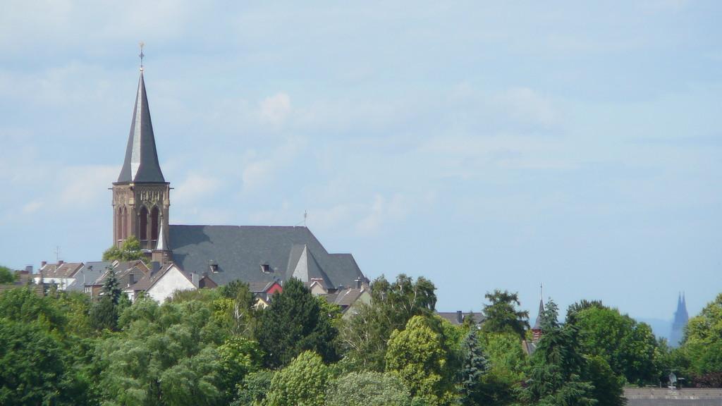 Kleingartenanlage Kleingärtnerverein Brühl e.V. - Aussicht auf Badorfer Kirche und Kölner Dom