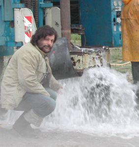 Maurizio Armanetti davanti al pozzo Termale di Bagnacci