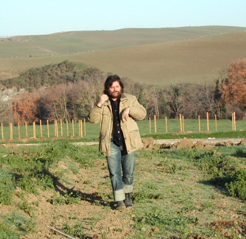 Maurizio Armanetti durante la ricerca Termale nella proprietà dell'agriturismo Bagnacci