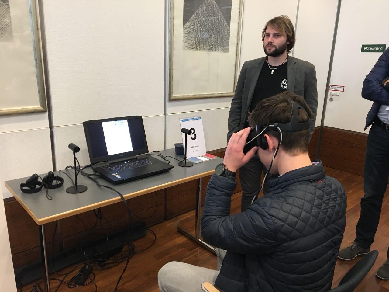 Ausprobieren von Virtual Reality bei der langen Nacht der Industrie