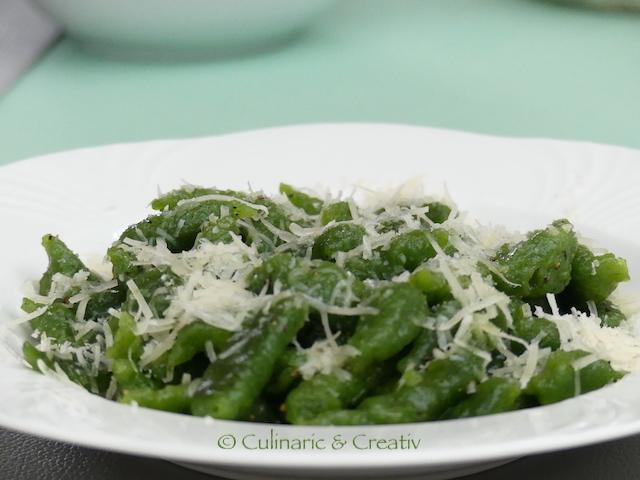 Spinat-Spätzle in Zitronenbutter mit Parmesan