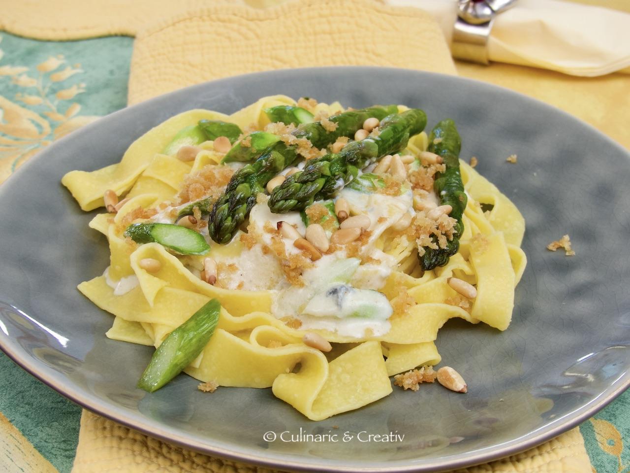 Grüner Spargel in Gorgonzolasauce mit Tagliatelle