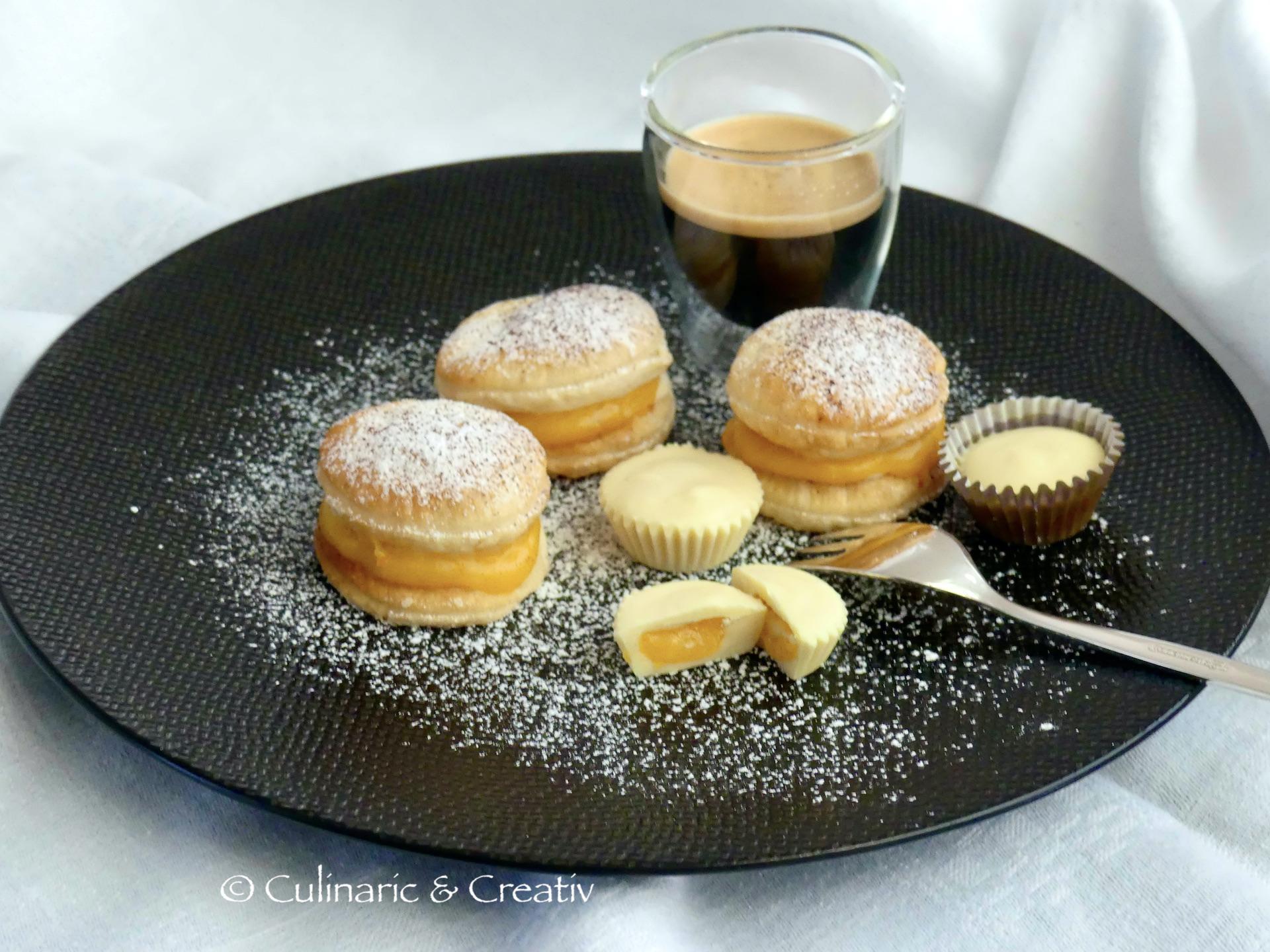 Süße Mini-Burger und weiße Schokolade mit Orangen Curd