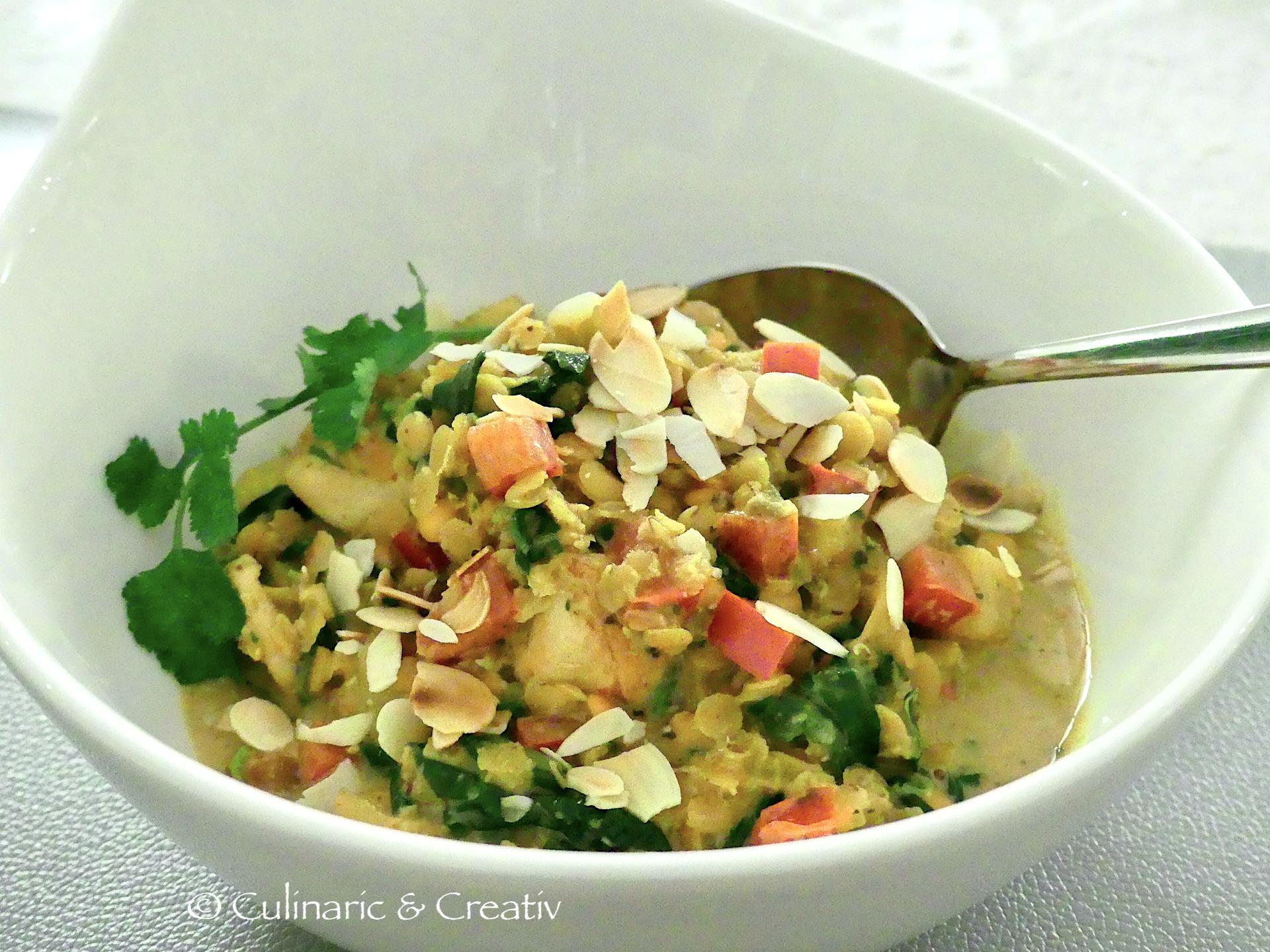 Linsen Dal mit Huhn und Spinat
