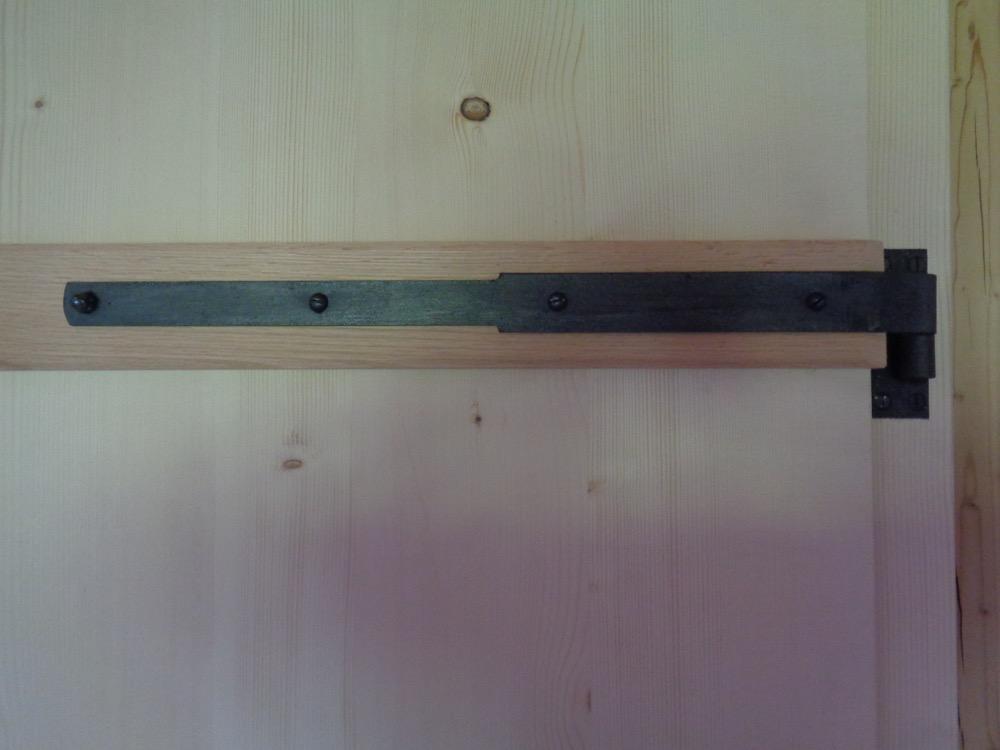 Gratleisten aus Eichenholz, sowie wiederverwendete Langbänder