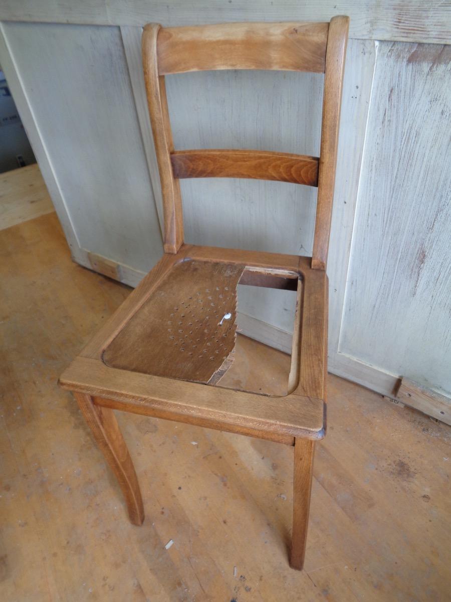 Gebrochenes Sitzbrett aus Buchensperrholz
