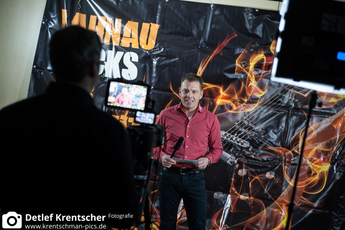 Csongor Dobrotka an der Kamera, Stefan Zeiger moderiert das Interview