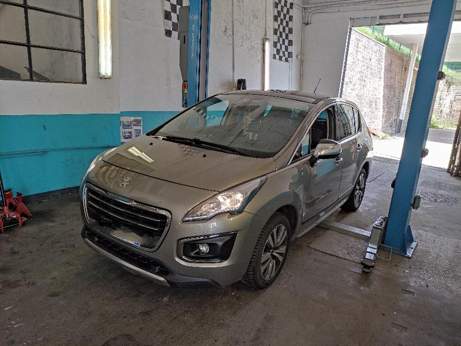 Montage et équilibrage de quatre pneus achetés au garage Drive Auto + remplacement des disques et plaquettes avant sur PEUGEOT 3008