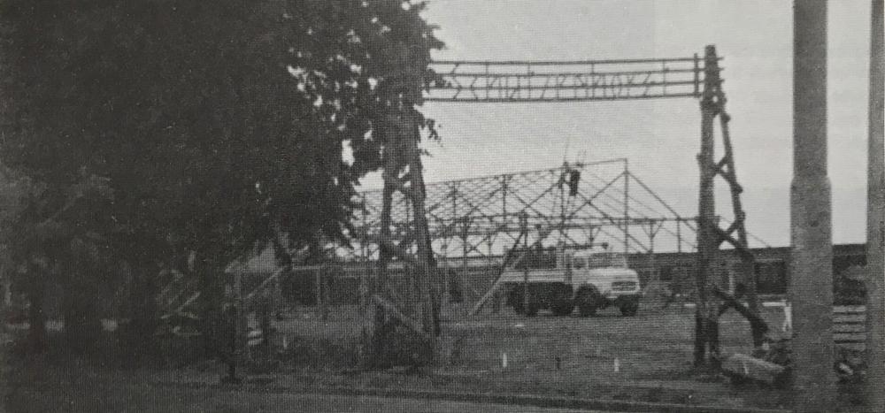 Foto: 1976: Abschied vom Schützenzelt. Es wurde verkauft und ab 1977 feierten die Lamstedter Schützen in der Bördehalle.