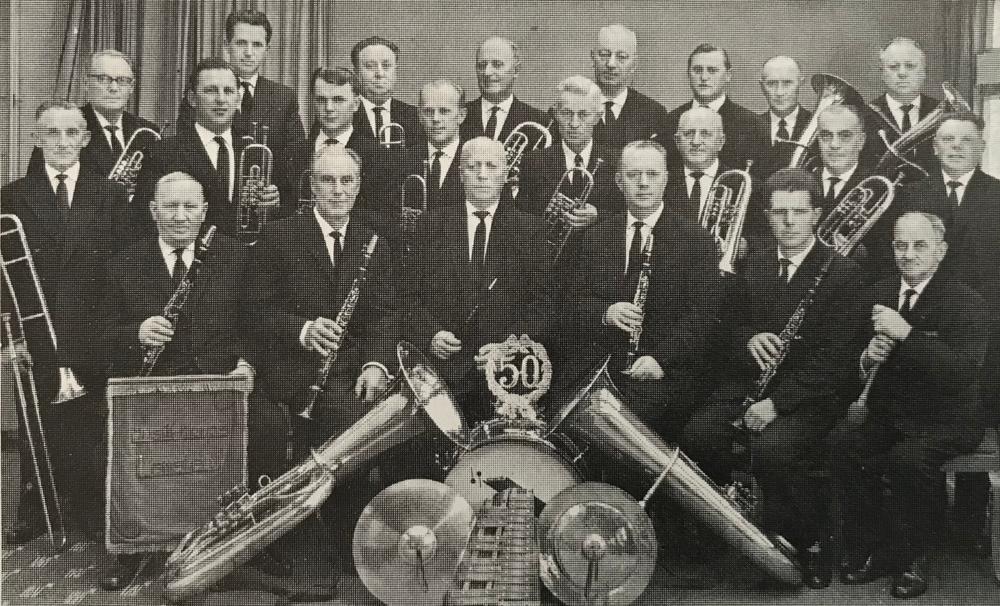 """Foto: Sie sorgten auf vielen Lamstedter Schützenfesten für den """"guten Ton"""": Das Lamstedter Musikcorps (heute Kapelle Popp)."""