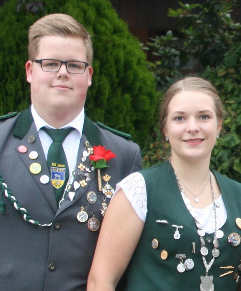 Fenja Miesner und unser Jungschützenkönig Marten Knust schossen sich zum Jungschützenkaiserpaar.