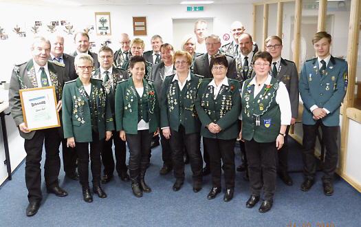 Foto: Die auf der Mitgliederversammlung geehrten Mitglieder.