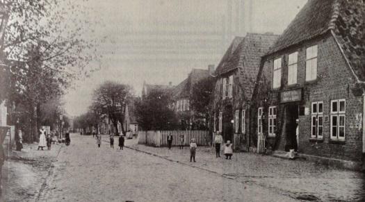 """Foto: De """"Grode Strot"""" dör Loomst um 1900"""