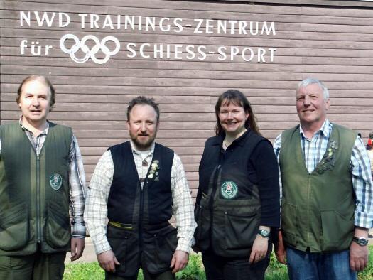 Foto: Das erfolgreiche Lamstedter Sportschützenquartett (von links) mit Dieter Müller, Günter Heinbockel, Ulrike Junge und Heino Schiefelbein.