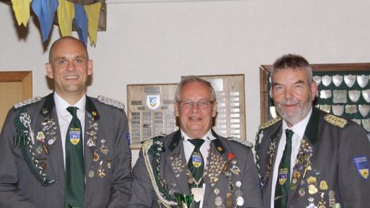 Foto: von links: Der neu gewählte Präsident Lutz Mangels, der neue stellvertetende Präsident Bruno Hensel und Ehrenpräsident Günter Kaul