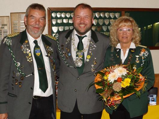 Foto: Präsident Günter Kaul mit den Jahresbesten Jürgen Tiedemann und Elke Fischer (v.l.).