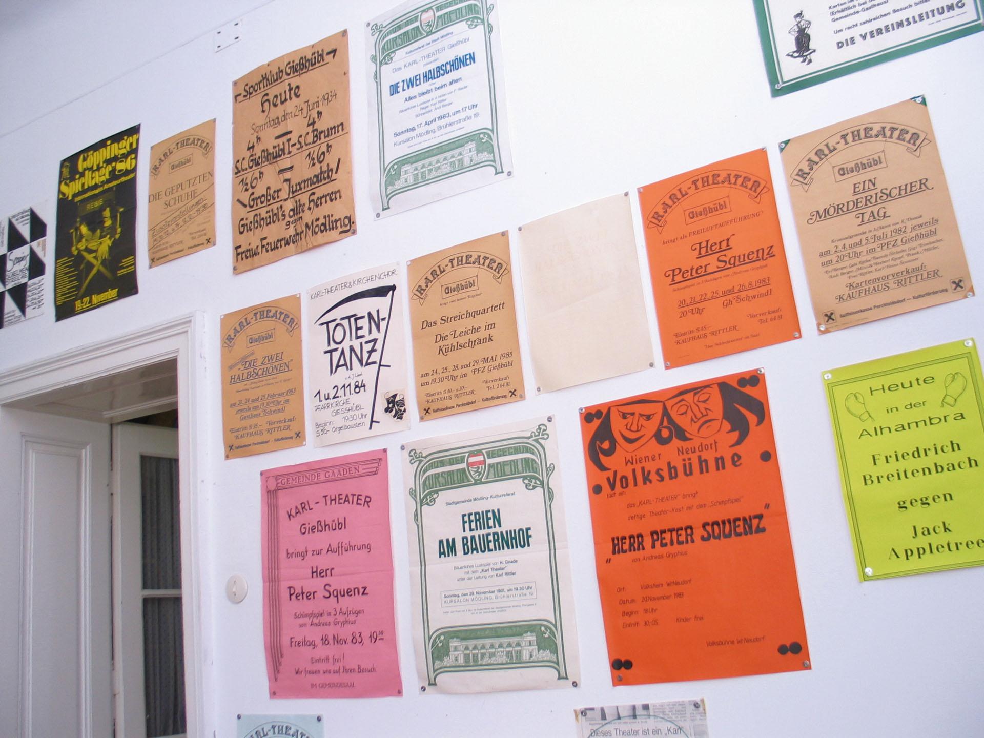 """Unsere """"Plakatwand"""" im alten Fundus"""