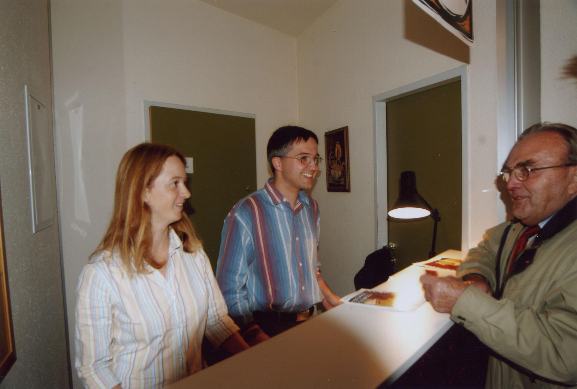 Sylvia und Christian Kormann an der Abendkassa bei Brave Diebe 2004