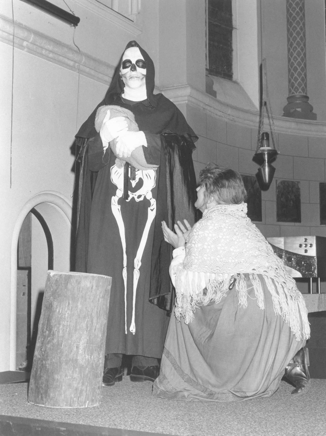 "1990: ""Frau Mutter"" in ""Totentanz"""