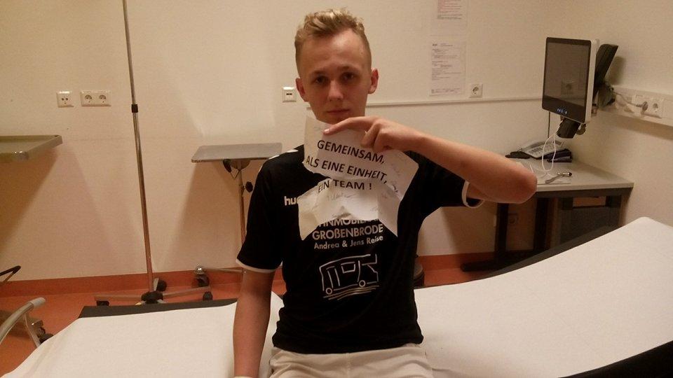 Die Einstellung stimmte bei den A-Junioren. Sogar im Krankenhaus ein Team. Marvin Paul zog sich im Pokalsspiel gegen den TSV Pansdorf einen Schlüsselbeinbruch zu. Foto: R.Paul
