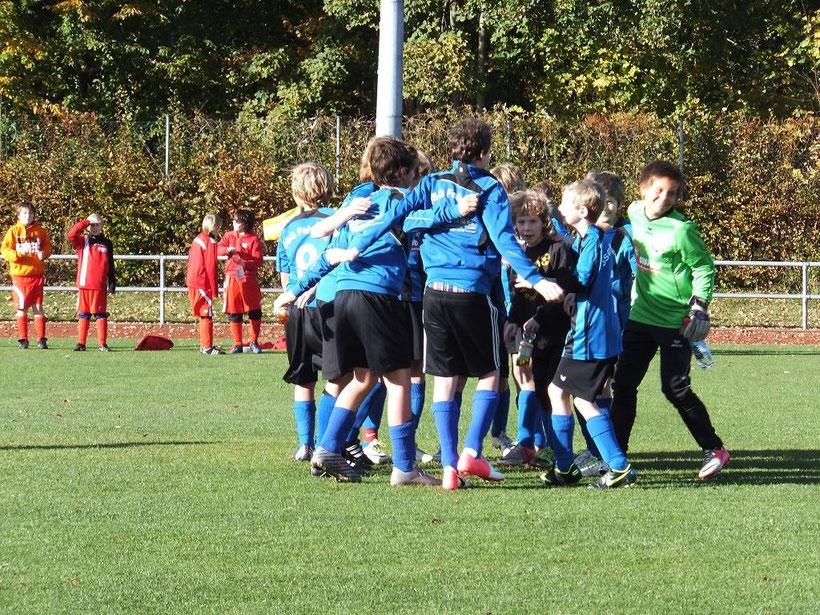 Im ersten Kreisligaspiel war der Jubel bei Blau-Schwarz groß. Foto: R.Paul