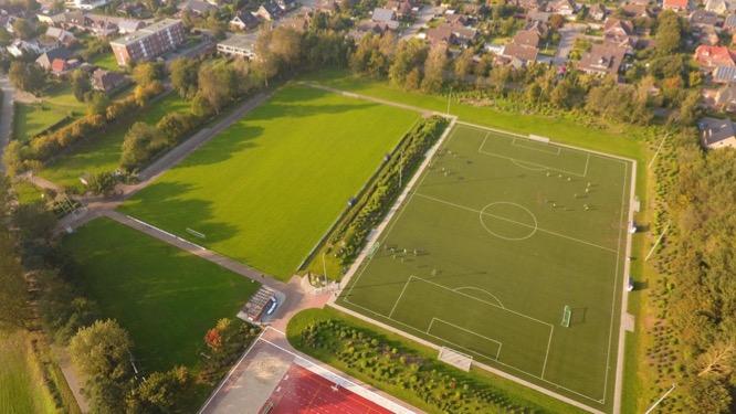 Burg/Hermann-Wisser-Stadion Platz und Kunstrasenplatz (rechts)