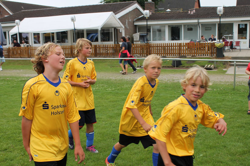 Marvin (16 Tore), Sven Ove (2), Levin-Reik (1) und Henner (1) auf Platz eins ! Foto: R.Paul
