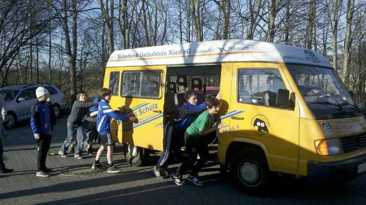 Und dann war da noch . . . -der Bus kaputt ! Foto: R.Paul