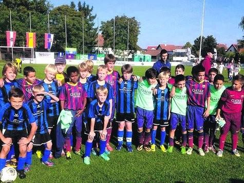 Die JSG Fehmarn nach dem Spiel gegen den FC Barcelona. © Foto: privat