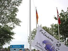 Die Fahne wird gehisst - es kann los gehen