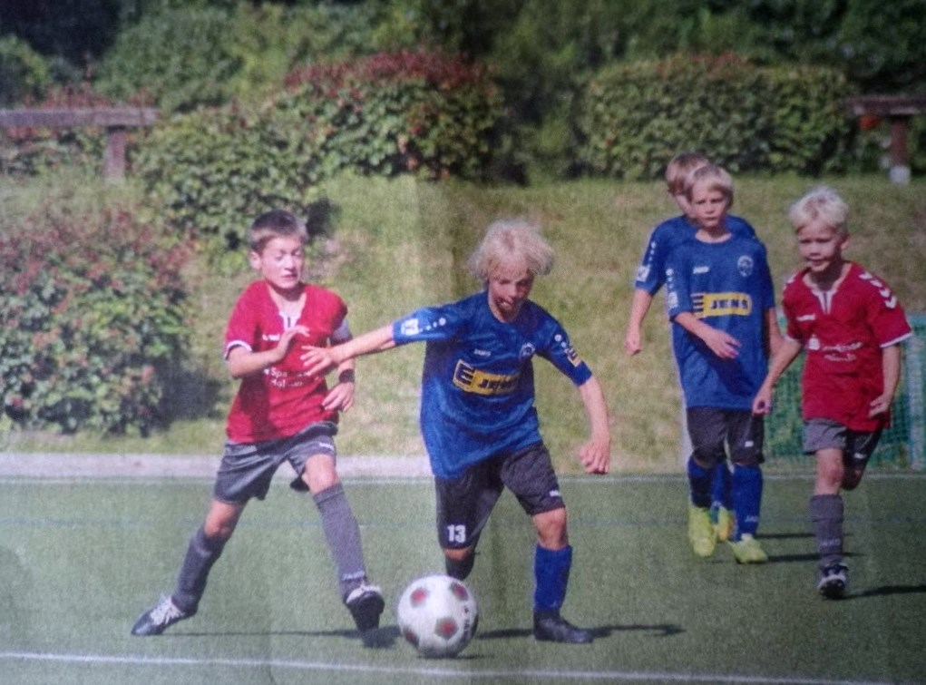 Theo Buchwald und der junge Jahrgang engagiert - aber die Erste des TSV Malente war stärker. Foto: Braesch/FT