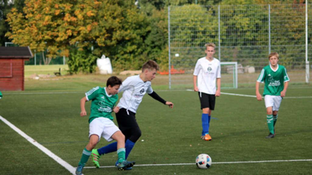 Janik Jäcker (l.) feierte mit der B I der SG JSG Fehmarn/SV Großenbrode einen 5:1-Heimsieg gegen die SG Schashagen-Pelzerhaken/Altenkrempe. © Fehmarn24/privat