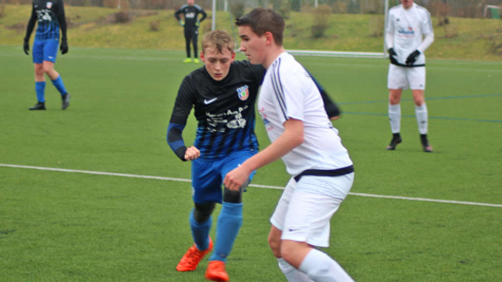 Tom Deiterding (r.) siegte mit den A-Junioren gegen den Tabellenletzten TSV Lephan mit 6:1. Bei der JSG Fehmarn konnten nur zwei Spiele ausgetragen werden.© Fehmarn24/Braesch