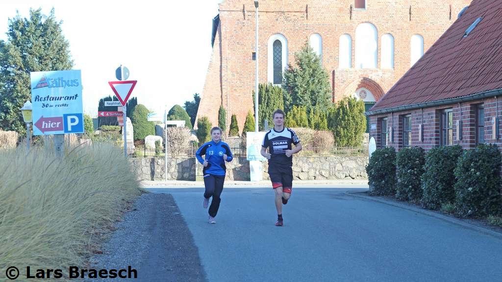 Bjarne Struck mit Schwester Jette beim Lauf.