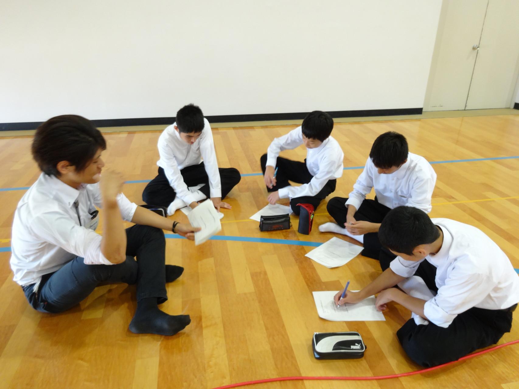 大学生とグループワークを行いました。