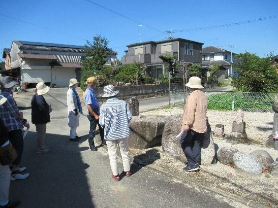 辛上観音堂 奈良時代、高さ22mの三重塔あり、塔を支える心礎の石を見る
