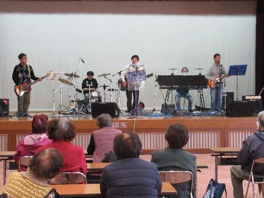 町内音楽愛好者のバンド「フェーズ」の皆さま