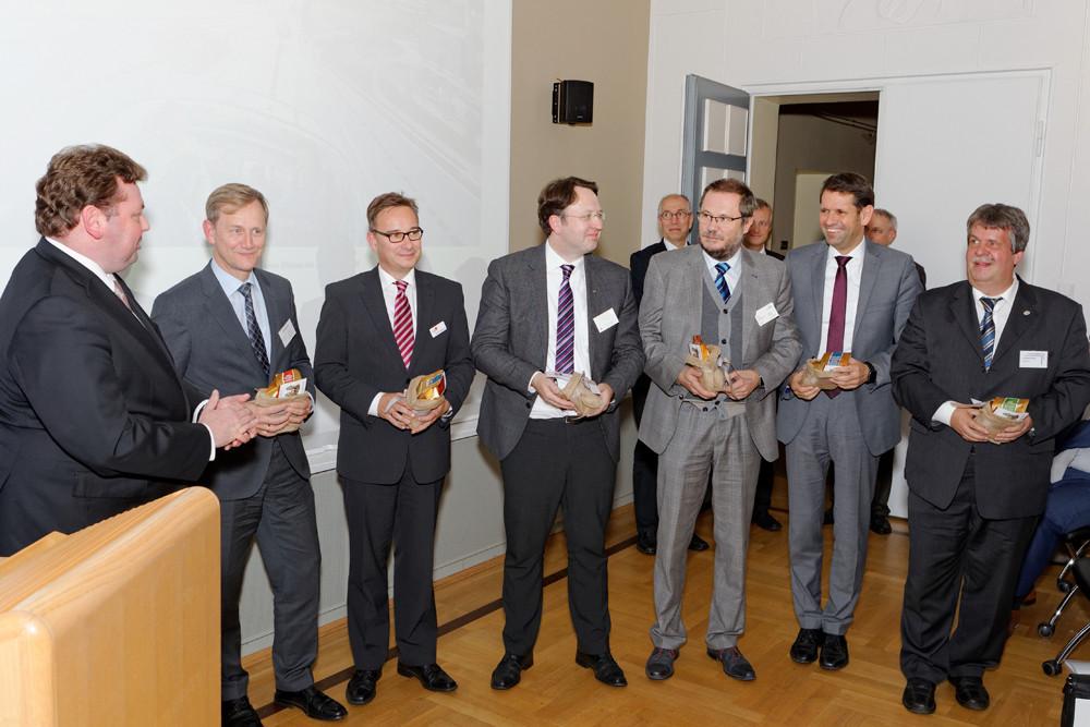 Andreas Bosk, Prof. Dr.-Ing. Thomas Form, Gernot Hagemann, Prof. Dr. Frank Köster, Frank Fickel, Olaf Lies und Dr. Klaus Richter (v.l.)