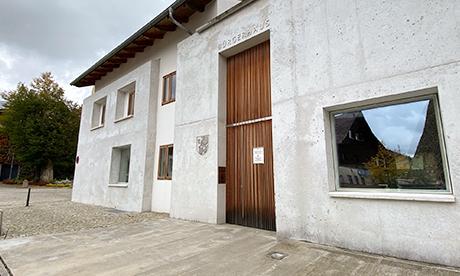 Bürgerhaus Blaibach, Betonfassade trifft Holz