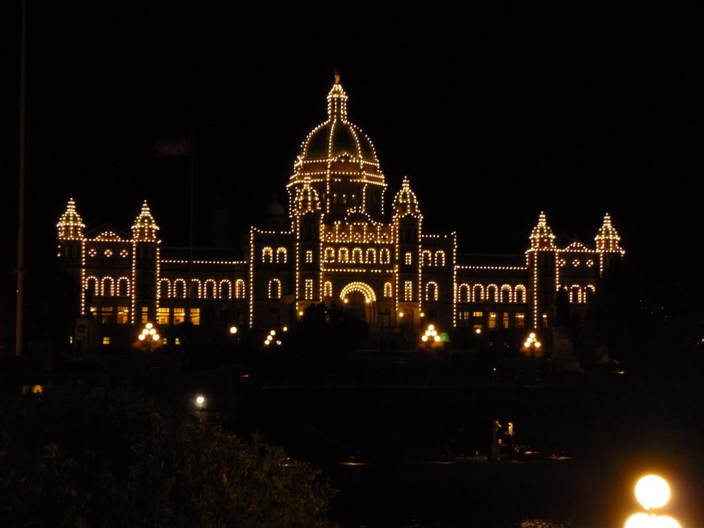 Das kitschig beleuchtete Parlamentshaus