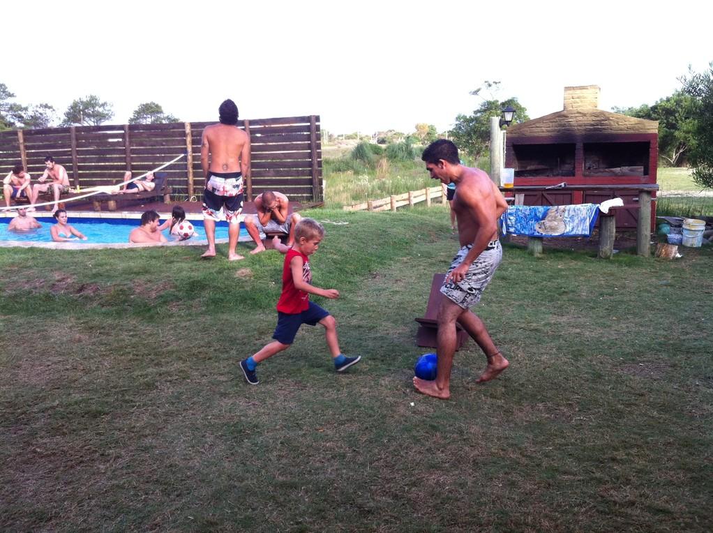 Einer der unzaehligen Fussballmatchs mit den Jungs im Hostel