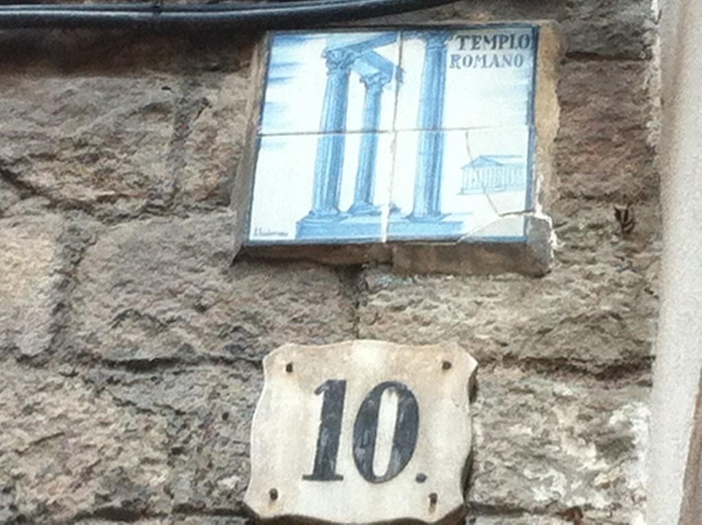In diesem Haus befinden sich originale römische Säulen,...