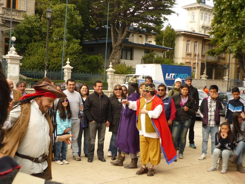 Die Entdeckung der Magellan-Strasse wird in einem Schauspiel parodiert