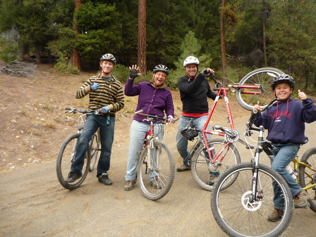 Auf Mountainbike Tour: Riley, Jill, Thierry, Joel