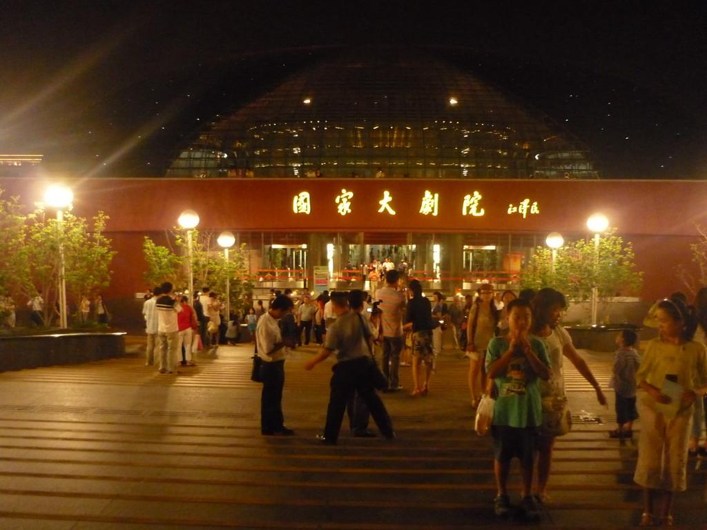 Das Theater bei Nacht