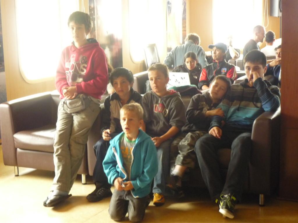 Die Jungs gluecklich vereint bei Super Mario an der Wii