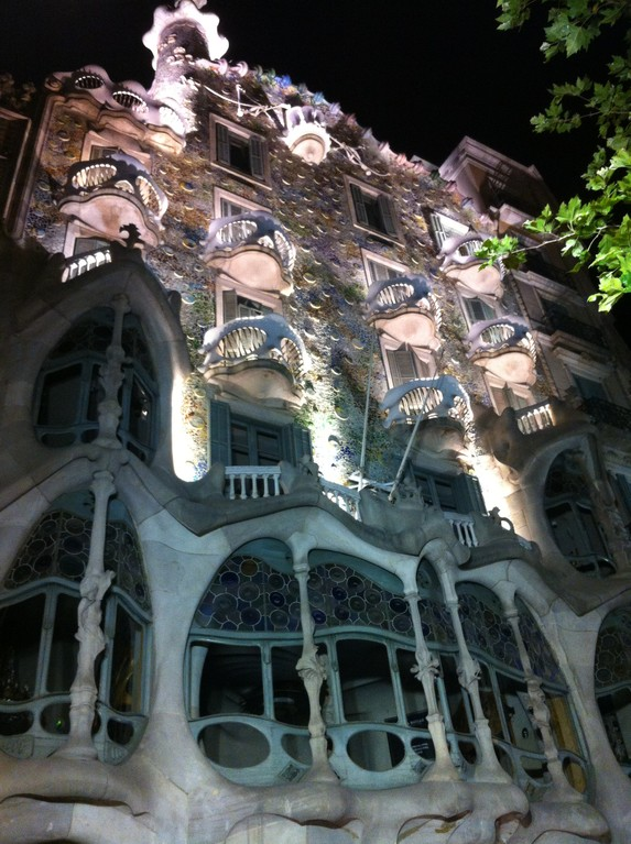 "Das Gaudi-Haus im ""Block of Discord"" by night"